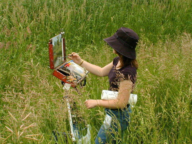 Marci Oleszkiewicz painting outdoors in Wisconsin