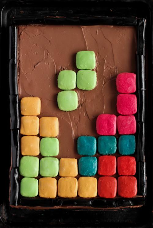 gastrogirl:  tetris cake with macarons.
