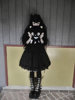 dracula-circus:  My new dress and Chococat ^V^ Going out to lunch with Karl's family.