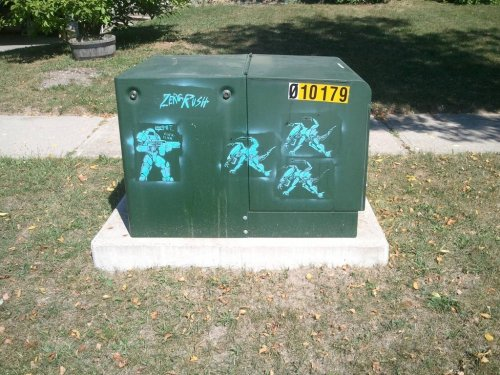 scifigamers:  Local Graffiti http://scifigamers.tumblr.com  I would like this thing on a wall near my house xD
