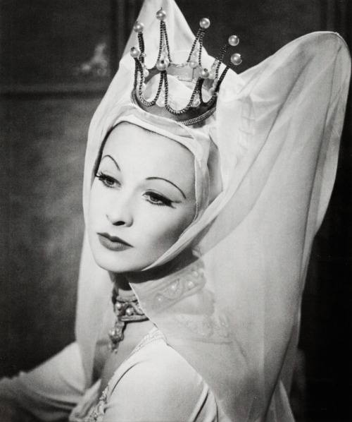 vivienandrita:  Vivien Leigh as the Lady Anne in Shakespeare's Richard III, 1948.  Photo by Louis Athol Shmith