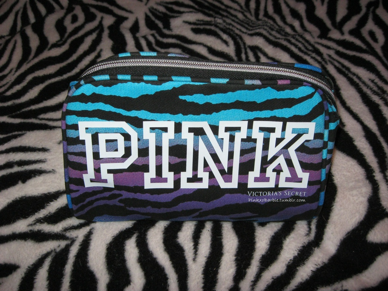 pinkxobarbie:  TOTALLY LOOOOOVE my new VS cosmetic bag!! It was the last one on the shelf!!