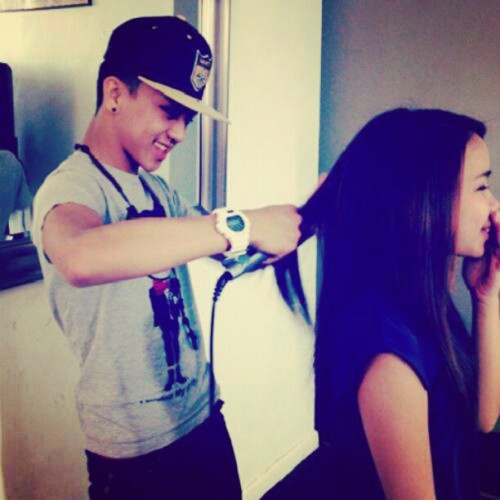 Real men do their woman's hair < 3 #Cute #hairstylist #boyfriend #girlfriend #Couples #goodfriends #bestfriend  (Taken with Instagram)