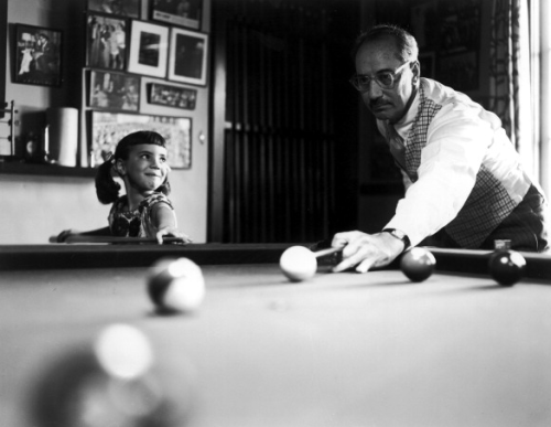 oldshowbiz:  GROUCHO MARX, POOL HUSTLER  The kid's expression really makes this.