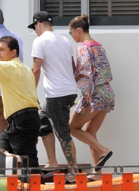 Jennifer Lopez Arriving Beach Miami via lazygirls.info