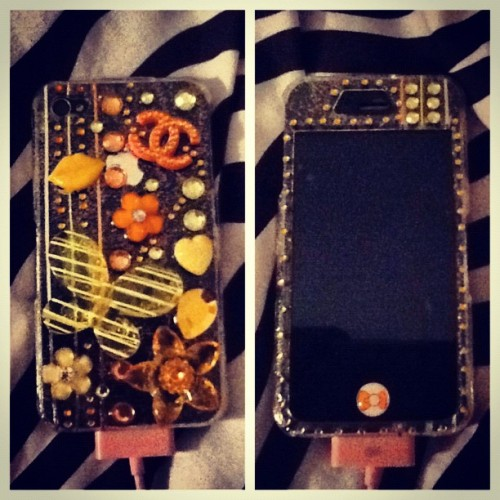 #orange #yellow #rhinestones #chanel #flowee #heart #butterfly #lines #glitter  (Taken with Instagram)