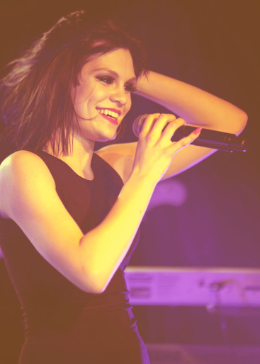 mundane-insanity:  30 Day Jessie J Challenge Day 5: A photo of Jessie Smiling