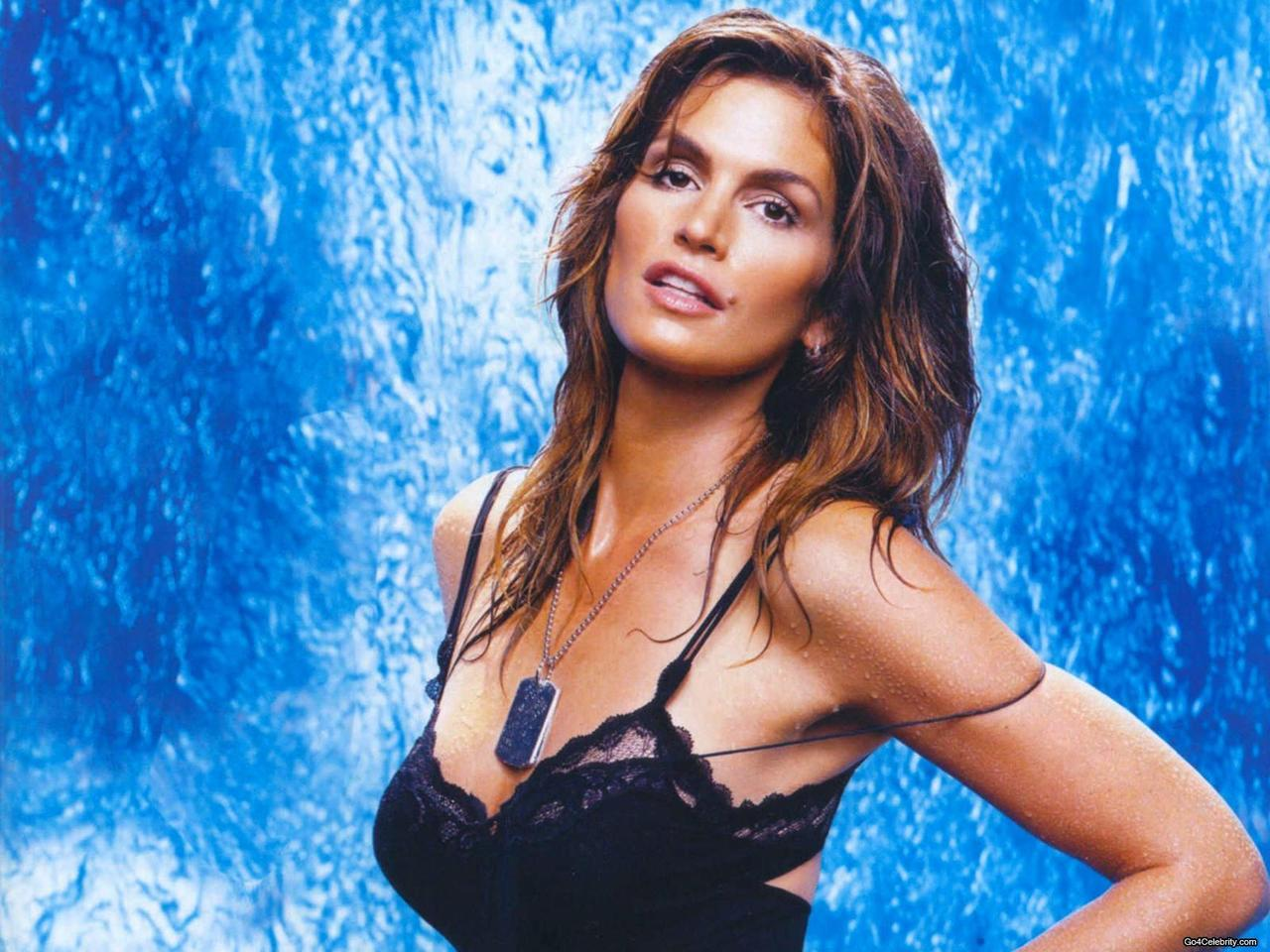 Cindy Crawford Height Tall via paraorkut.com