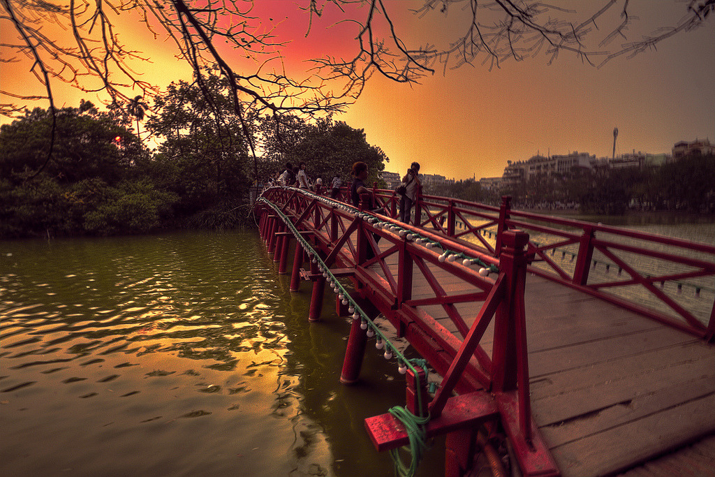 The Huc Bridge _Hanoi (by martywindle (expat yorkshire))
