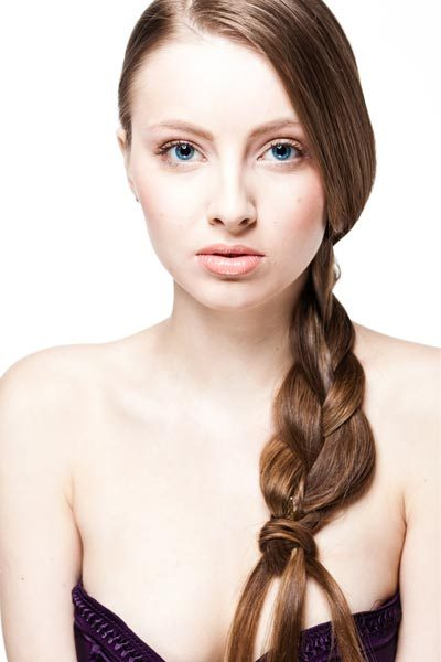 Fall Hairstyles 2012 – Side Braid The leaves are starting to change colors and it's time for fall hairstyles 2012! The side braid was one of the hot looks for summer and still is for fall. It's a great look for back to school – take a few minutes to style and look great all day! Check out these side braid pictures for 3 way to wear this quick and easy hairstyle.