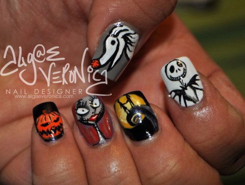 lotsafingerpaints:  So excited for Halloween! :)  omg I want these on my nails NOW