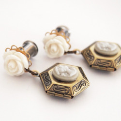 Cameo Locket 6mm 2g Steel Plugs by Glamsquared Like me on Facebook!