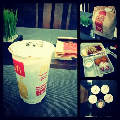 09.02.2012 SUPERSIZE ME? #mcdonalds again.. This will be evident in my #WasteDisposalAudit for #SP #hw on #Wednesday Haha :P with my #CreateYourOwn #mcfloat #2012 #mcdo #food #photoblog #karen;) #kuya #mandy #delivery #houseupv #dinner #SuperSizeMe #chickenfillet #spaghetti #fries #hotfudge #paperbag #order #;) (Taken with Instagram)