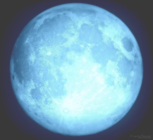 ikenbot:  Blue Moon 2012 over Paris Tribute to the late Neil Armstrong by VegaStar Carpentier