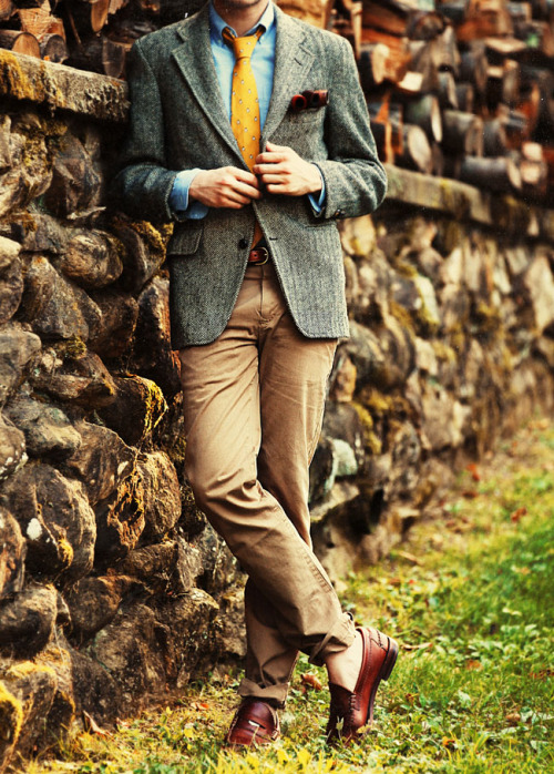 from the loafers on up to the tweed jacket with pipes has me seeing visions of a season to come.