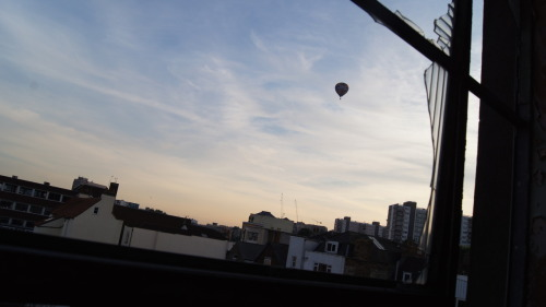 Alfonse's #Photo #Guide to #Bristol:  Balloon over Stokes Croft