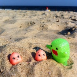 Domo is picking on poor kewpie! #domo #kewpie #sofubi #beach #summer #toy #toystagram #toyrevolution #toyphotography #iphone #iger #girl #photooftheday  (Taken with Instagram)