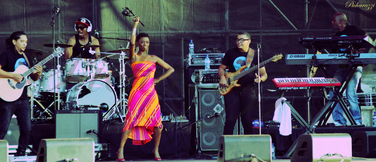 LIRA & THE LOVE BAND