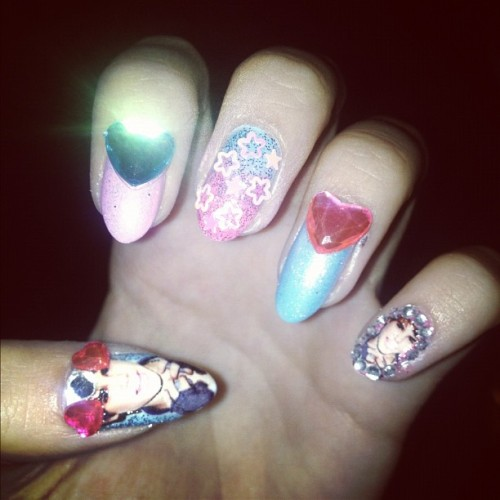 gettinailed:  Princess bieber nails (Taken with Instagram)