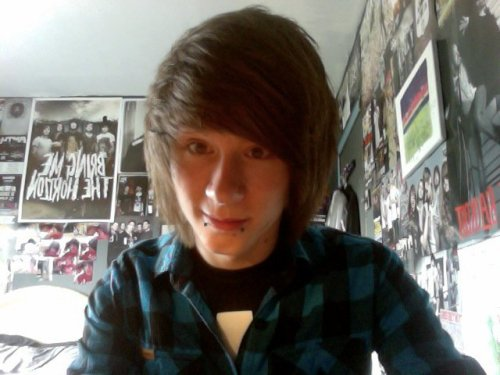 Going to hopefully get my hair cut like this again this week and getting my nose pierced too, can't wait!