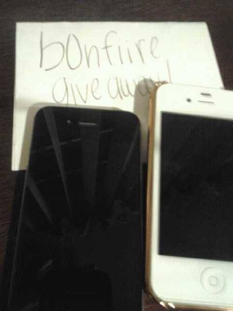 b0nfiire:  B0nfiire's give away.I'll be giving away two iphones one is black and other one is white.I will ship anywhere in the U.S ONLY.Must be following - http://b0nfiire.tumblr.comReblog as many times as you want to increase your chance at winning. Good luck to all!