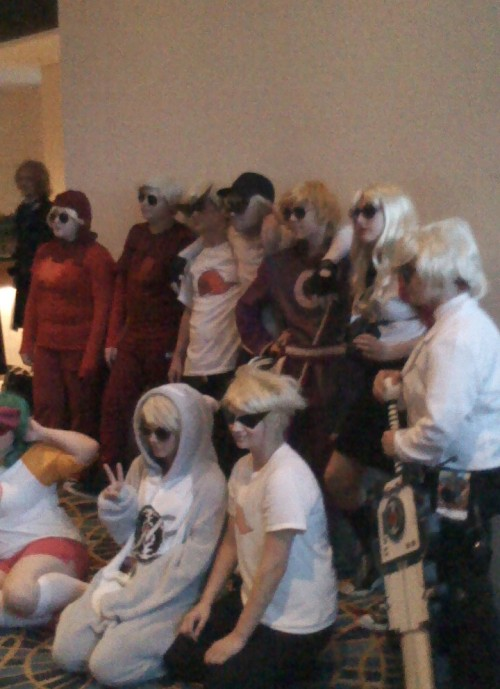 wesley-thewisewolf-hatsune:  Some Daves, Bros, and Dirks at Dragon*Con.  that was me ~bro