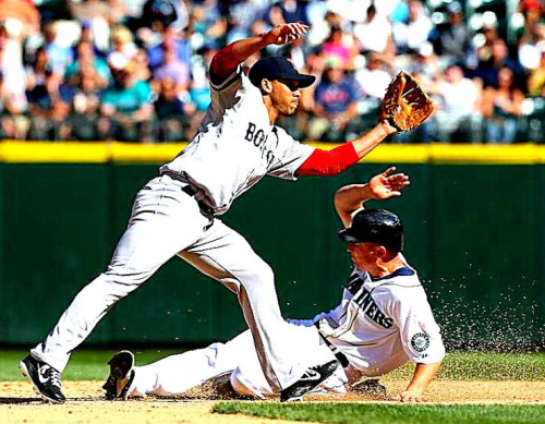 Mariners take the first game of the series vs Boston with a 4-1 win, thanks to a strong performance by Vargas and a clutch 4th inning with Jaso and Smoak!