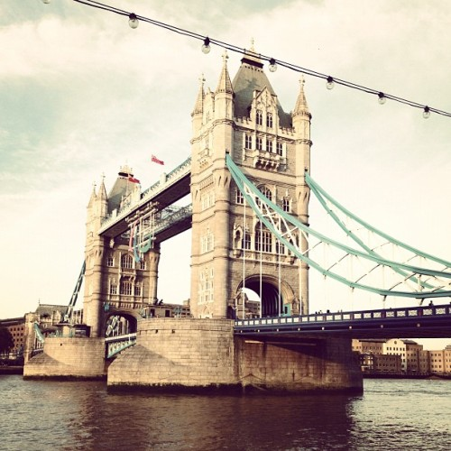 igavehermyheartandshegavemeapen:  #london #bridge (Taken with Instagram)