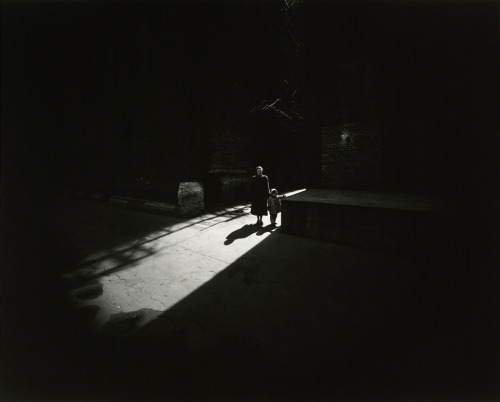 "dreammeup:  Harry Callahan ""Eleanor and Barbara, Chicago"" (1953) (source)"