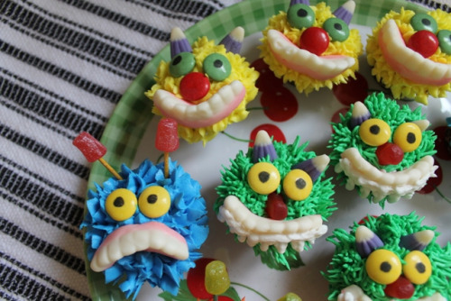 unbelievablysweet:  Mini Monster Cupcakes - 3 by Makey Bakey on Flickr. For more photos of delicious looking sweets, go here! ❤ Enjoy~!
