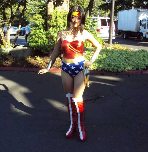 cashlinsnow:   Kumoricon 2012, Day 1. Wonder Woman cosplay—! Omg I love Wonder Woman.