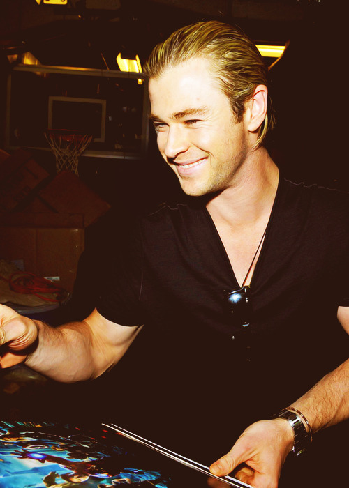 Chris Hemsworth - 49/50