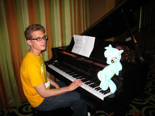 Shercloppones serenades Lyra on the piano after the Friendship is Witchcraft panel at Everfree Northwest.