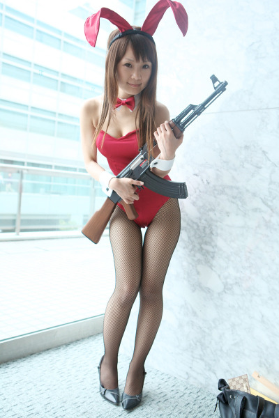 http://neoshinka.files.wordpress.com/2009/02/mikuru-ak-47-cosplay.jpg?w=560