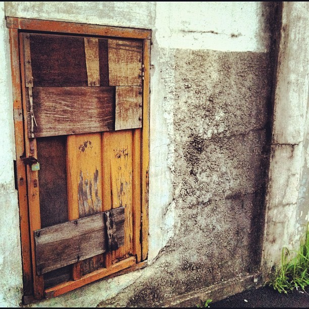 Let the right one in; keep the wrong ones out #door #daegu #korea #asia #old #wood #key #lock #urban #scruffy #wall #architecture #city #cityscape #mold #dark #secret #hide #대구 #달서구 #계대근처 #concrete #construction #brown #gray #grey  (Taken with Instagram)