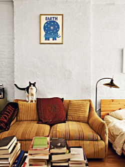 batixa:  (via Greta Gerwig's Hand-Me-Down Walk-Up: Home Design Spring 2012)