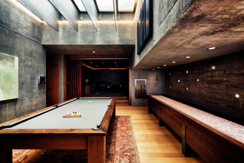 richmenslife:  Now thats a sweet looking games room.