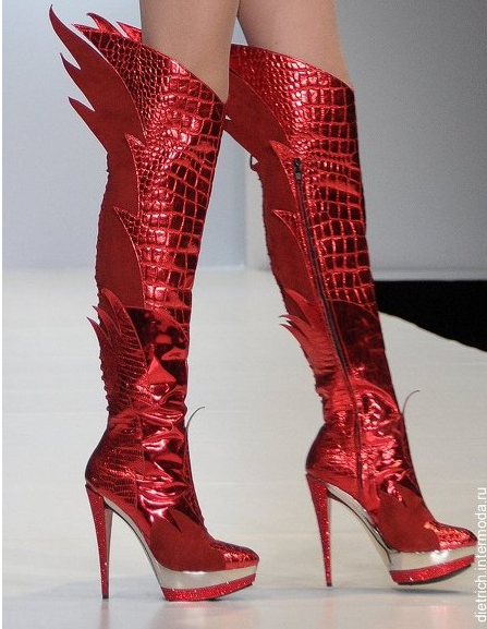 halogencat:  Winged boots by Mari Tonnetti and Jan Jansen, Russian Fashion Week 2010.