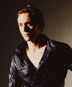 3/60 people i can't believe are real - Tom Hiddleston