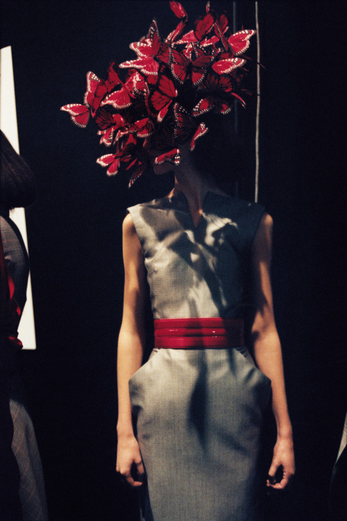 labellefabuleuse:  Backstage at Alexander McQueen, Spring 2008 photographed by Anne Deniau