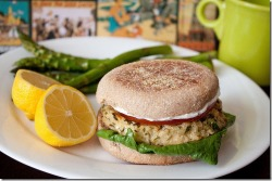 fitnoms:  Lemon Garlic Tuna Burgers