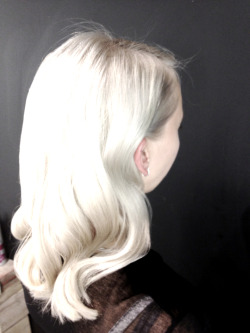 bleachlondon:  Bleach bombshell  Dream hair sigh….