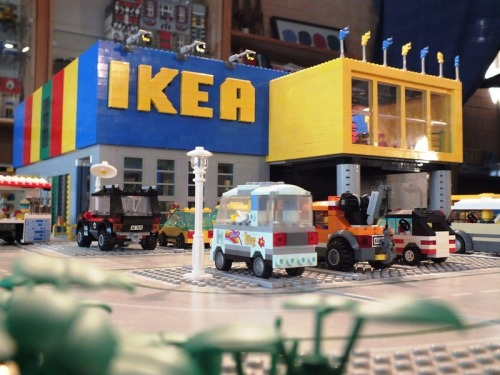 LEGO IKEA Store (by Rasmus Altenkamp)
