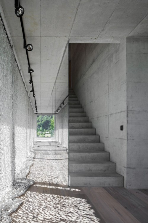 archdaily:  Mirror stair, House D by HHF Architects (via ArchDaily)