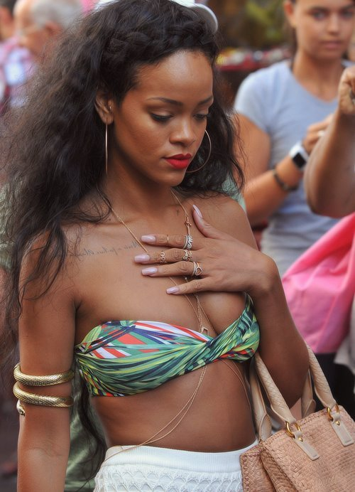prettyrebel92:  Rihanna so gorgeous.