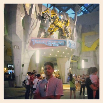 me and bumble bee #transformers #theride (Taken with Instagram)