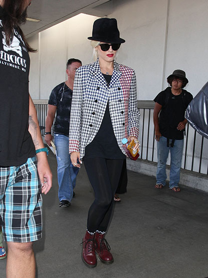 Gwen Stefani attempts to go incognito in dark glasses and a fedora at LAX Airport on September 3, 2012, but her red lipstick gives her away!
