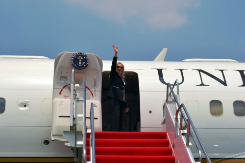 U.S. Secretary of State Hillary Rodham Clinton waves goodbye to Jakarta, Indonesia, September 4, 2012. You can follow the Secretary's travel on http://www.state.gov. [State Department photo/ Public Domain]