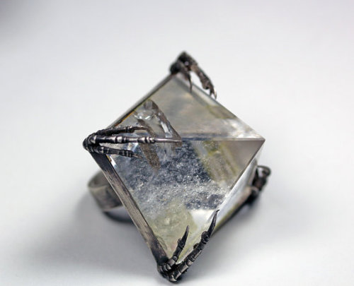 valscrapbook:  onlinewindowshopper: Crystal tomb ring by BloodMilk