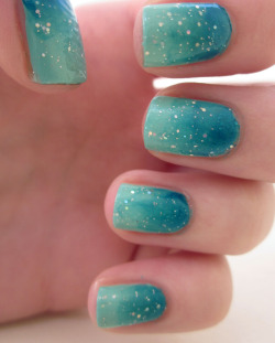 beautylish:  Ocean ombre nails by Liz R.!